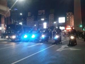 Polícia fecha acesso a avenida 9 de Julio. Foto: pavio.net