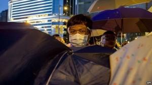 HK homem e guardachuvas
