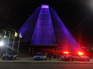 19 de abril: Ex-moradores da Favela Oi se refugiam no estacionamento da Catedral-RJ