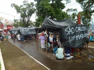 16 de Abril Moradores atingidos pela enchentes acampam em frente a prefeitura da cidade de Porto Velho
